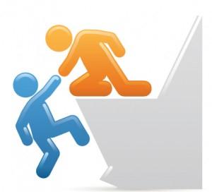 Un bonhomme orange (le coach web) en train d'aider un bonhomme bleu (le client) à gravir une montagne représentant le projet web